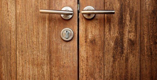 Lesena notranja vrata v različnih barvah